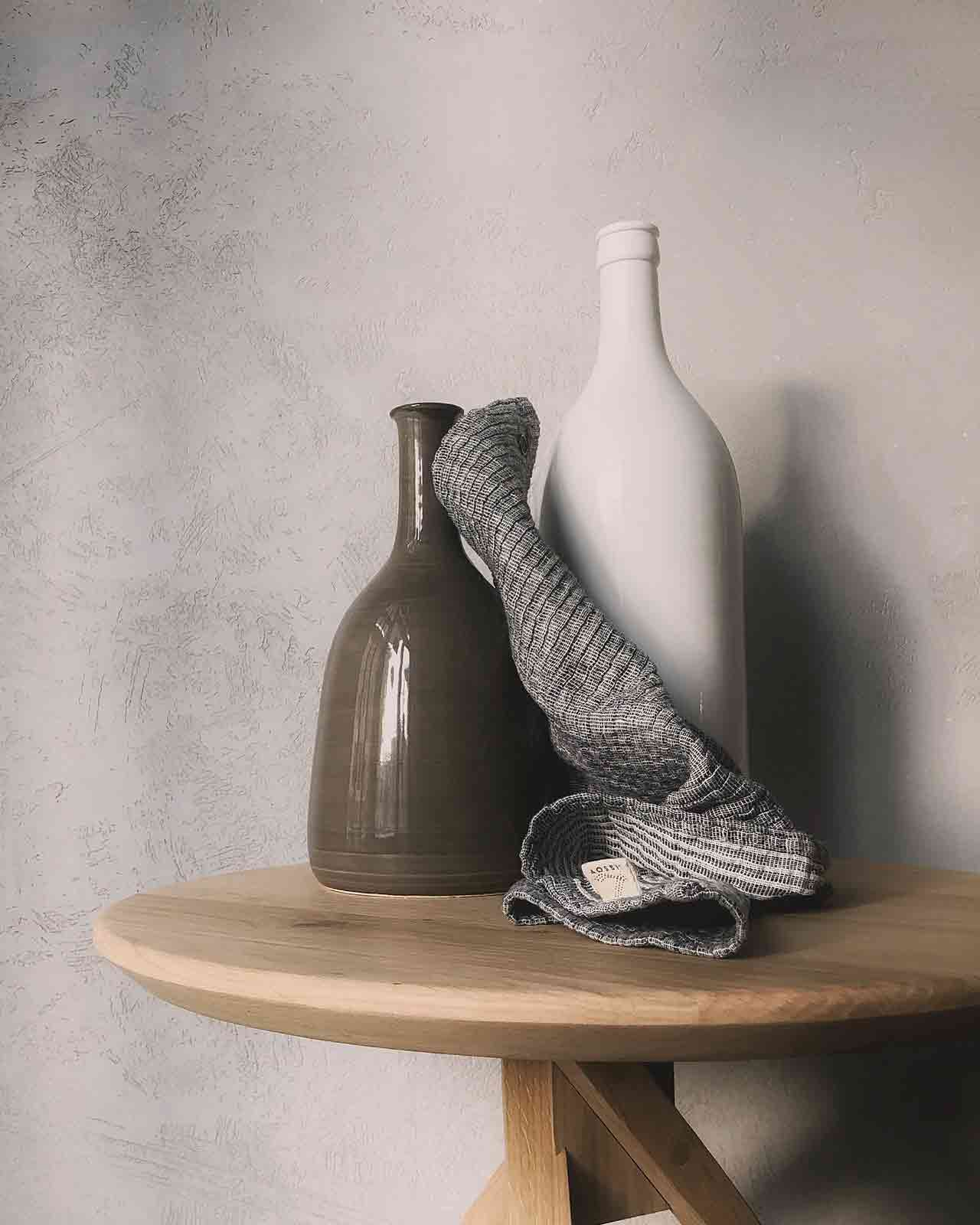 two-vases-on-table-842950